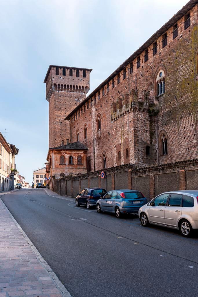 Al castello di leonardo affittacamere sant 39 angelo - Piscina s angelo lodigiano ...